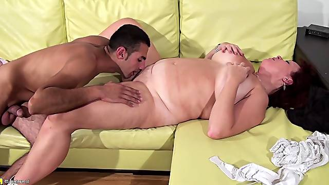Experienced Dutch babe lets the tanned guy penetrate her snatch