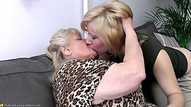 Dripping wet pussies get licked and fingered in a lesbian threesome