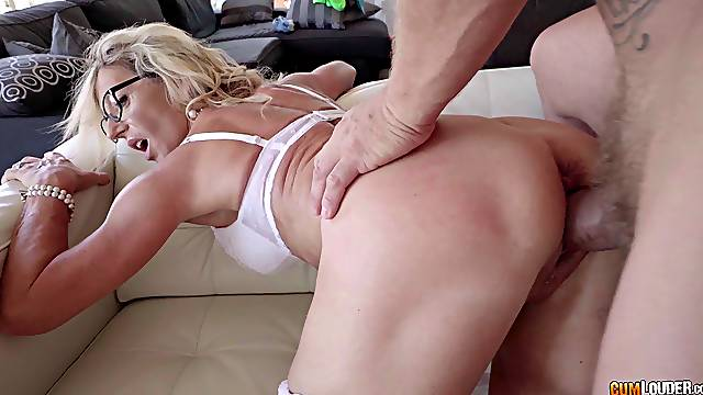 Blonde granny with big glasses getting shagged by the rich dude