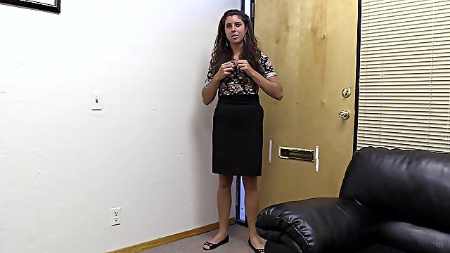 Beautiful Libby wants to ride a dick on the couch more than anything