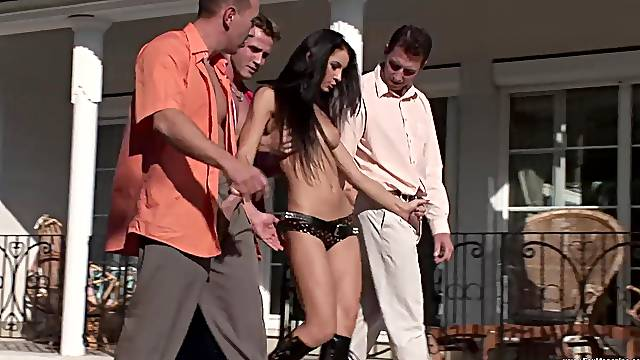 Helena Sweet and another girl like to fuck with more guys at once