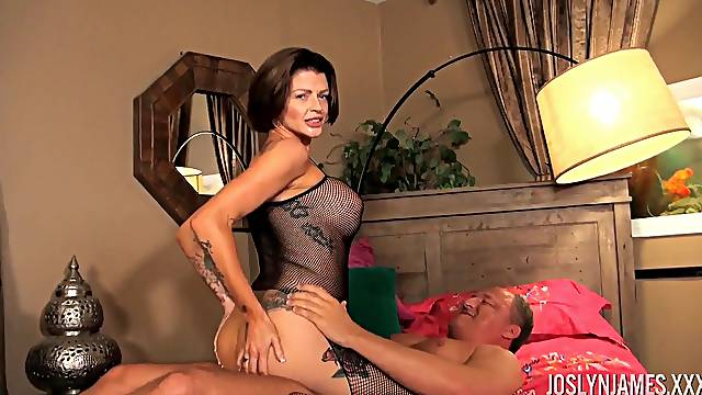 MILF Joslyn James doesn't take off her fishnets when getting pounded