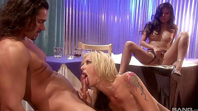 Dude's dick is shared between Nyomi Marcela and Brooke Banner