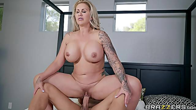 NAture bombshell blonde slut Ryan Conner bounces on a fat hard cock