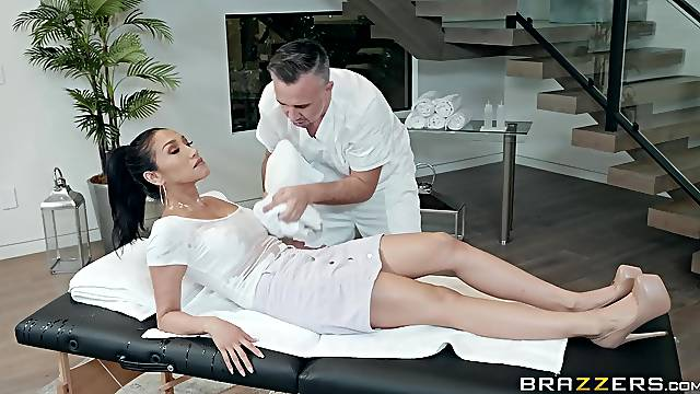 Latina babe Vicki Chase takes cock with her feet and mouth at once
