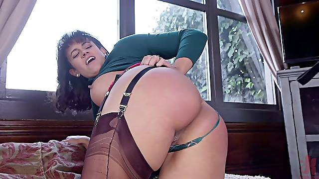 Nerdy Penny Barber and Ivy Lebelle share a cock and a spanking