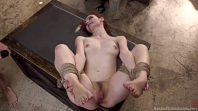 Violet Monroe likes to try new ways of reaching memorable orgasm