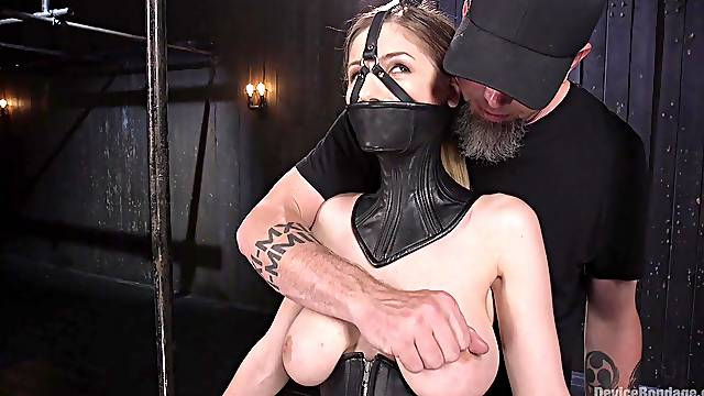 Stella Cox is ready to do everything for amazing orgasm with a dude