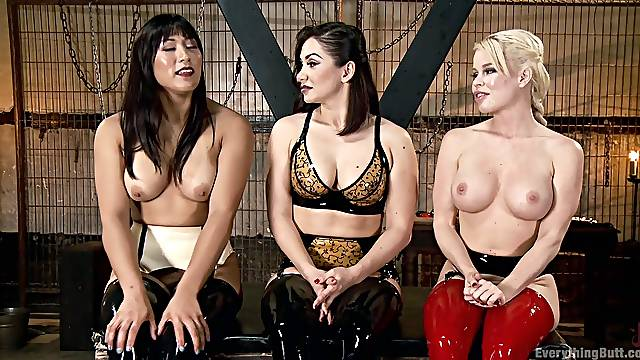 Lea Lexis wears sexy leather and plays with the biggest dildo in a threesome