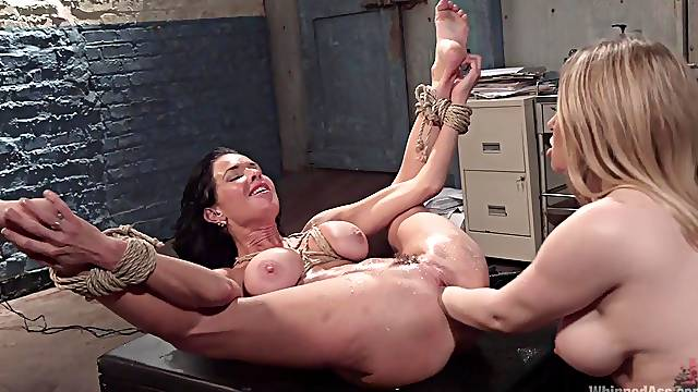 Nothing compares with fucking skills of wild and hot Veronica Avluv