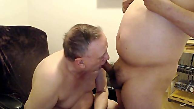 Old gay Gives Blowjob And Fucked Bareback
