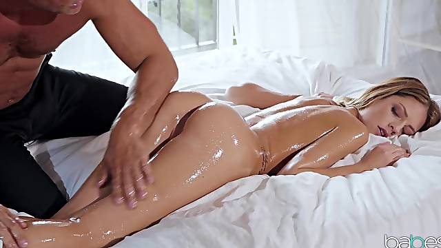 Asshole left gaping after oily massage sex with Rebecca Volpetti