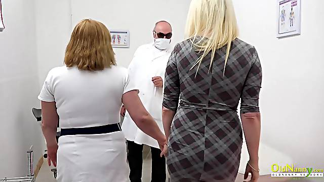 Blonde got to sex clinic to have her pussy licked by busty mature and toyed