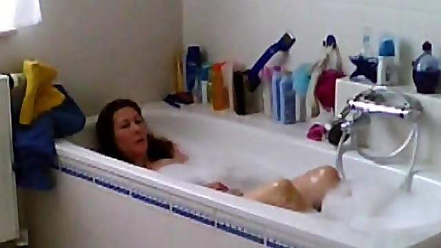 My horny girlfriend masturbates in bath