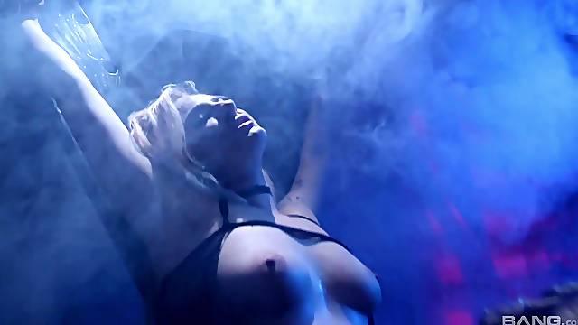 Erotic lesbian torture and pussy pleasuring - Dahlia Sky & Lyra Law