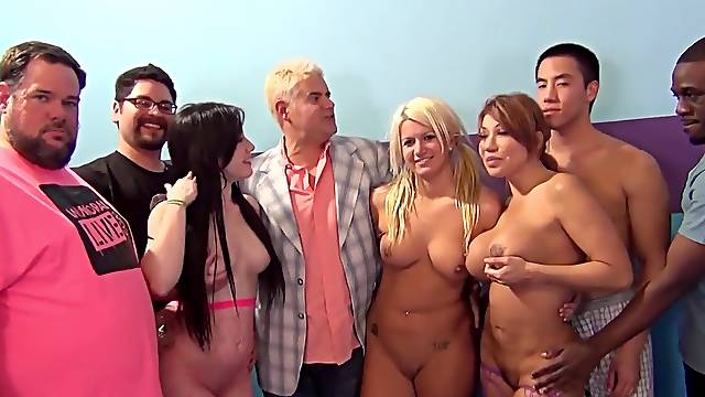 Interracial fuck party on the bed with pornstar Jennifer White