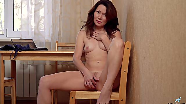 Redhead mature Ptica undresses se clothes to masturbate on the chair