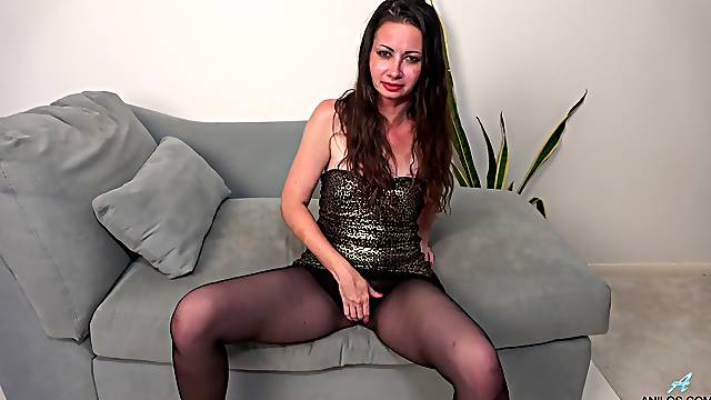 Mia Molly is a lovely brunette girl who shines at pleasing herself