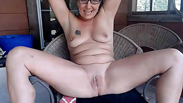 Experienced Farm girl what you like and she will strip and fucks a tight pussy