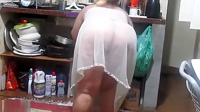 When I was doing the dishes in the kitchen with my wife (we are from brazil)