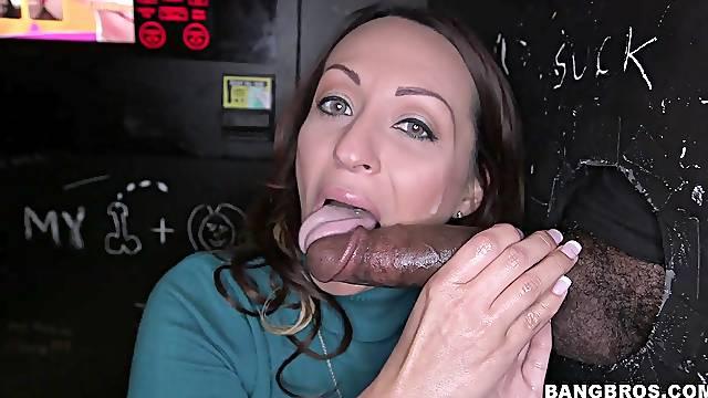 Stunning girl Vanessa Luna enjoys sucking cocks in the glory hole
