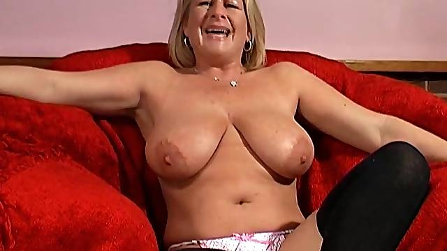 Solo model Robyn Ryder spreads her legs on the red sofa to masturbate