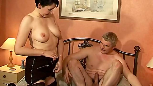 Horny guy loves fucking his chubby wife Kymberly on the bed