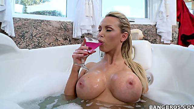 Fake boobs trophy wife Nikki Benz moans during passionate sex