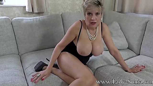 Lady ia wants you to masturbate with her