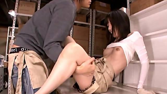 Foxy Japanese amateur Urumi Narumi gets fucked by a horny stranger