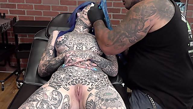 Amber Luke gets a new nose tattoo