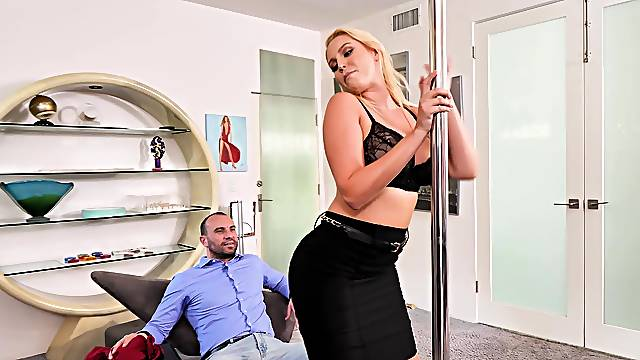 Nice fucking ends with a messy facial for chubby Vanessa Cage