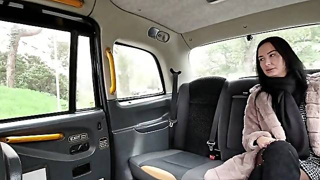 Girl fucks in a taxi without restraint