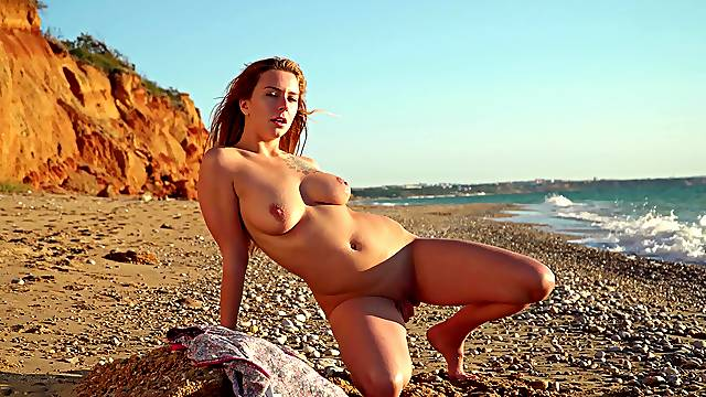 Natural boobs chick Elison takes off her clothes in outdoors