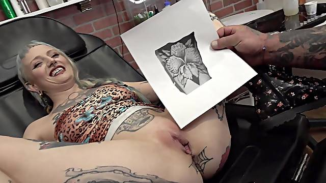 River Dawn Ink gets a new pussy tattoo