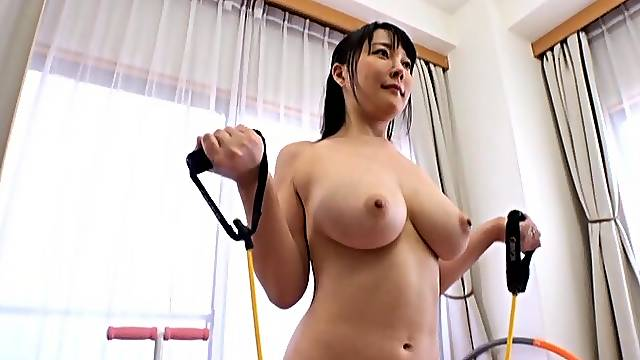 Flexible Japanese solo model Hanyuu Arisa loves working out naked