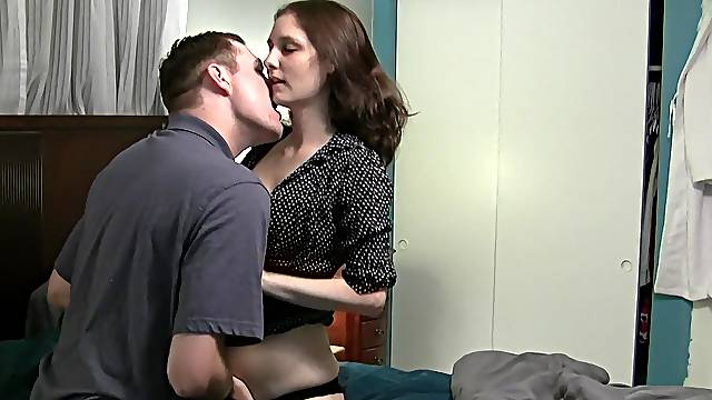 Passionate pussy licking leads to gentle sex with a cute girl