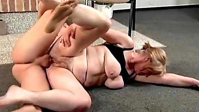 Chubby mom gives head and chubby mom gets laid