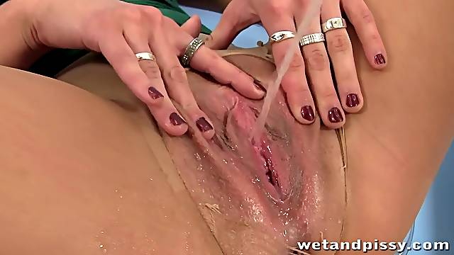 Puffy pussy lips and her favorite vibrator