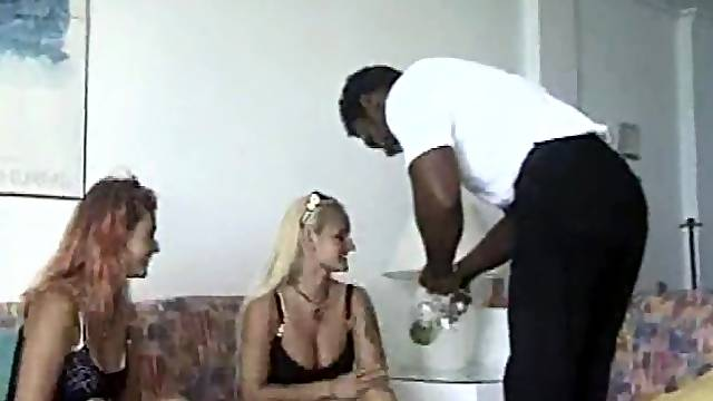 Amateur interracial threesome with facial cumshot