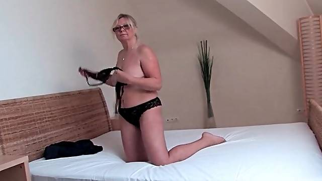 Granny in glasses plays with her pussy
