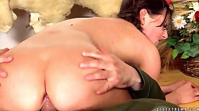 Young wet pussy rides his dick to creampie