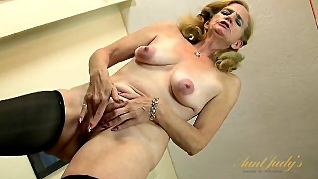 Wrinkled and saggy old lady masturbates in stockings