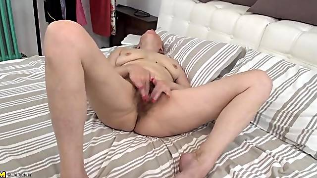 Solo granny fist fucks her slippery pussy