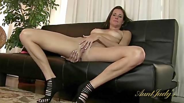 Leggy mom in heels gets lusty as she masturbates