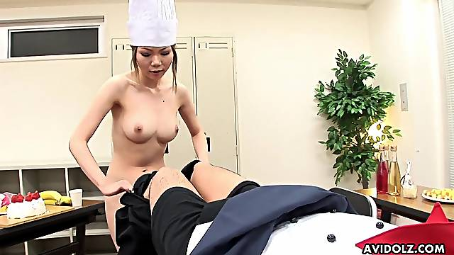 Babe pees in her food and sucks a dick