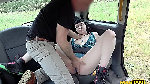 The way this amateur screams when the dick hits her, priceless
