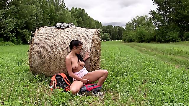 Outdoor fun with her soaked pussy for a few solo rounds