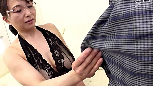Amateur Japanese mature Tokita Kozue enjoys having sex with a younger man