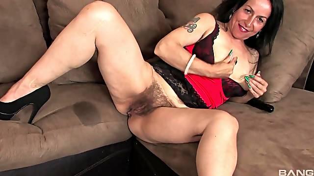 Hairy solo mature Nina Swiss enjoys fingering her clitoris